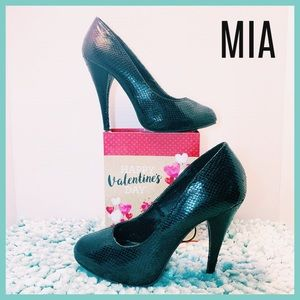🖤 Gorgeous & Stylish Black MIA Pumps Heels